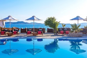 Hippie Chic Hotel Mykonos swimming pool, sunbeds & umbrellas beside the sea & Agios Ioannis beach