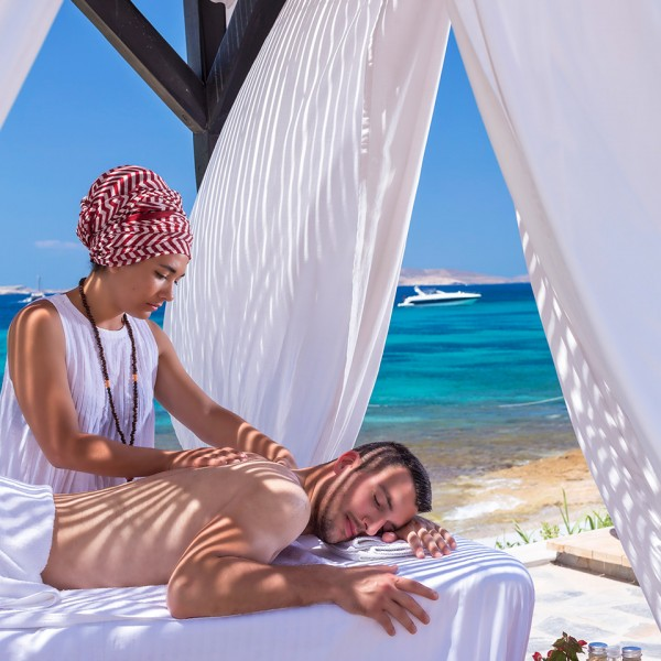 One of the services offered by Hippie Chic Hotel Mykonos are beach massages on Agios Ioannis beach